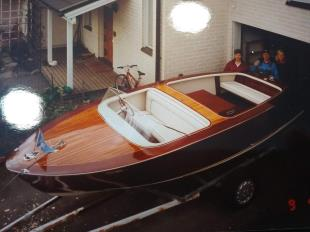 BOESCH sisämoottorivene BOESCN CAYA sisämoottorivene BOESCH sisämoottorivene