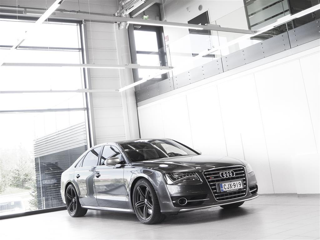 Audi S8 4,0 TFSI 519hv Quattro Aut + Nahat + Navi + Webasto + BOSE