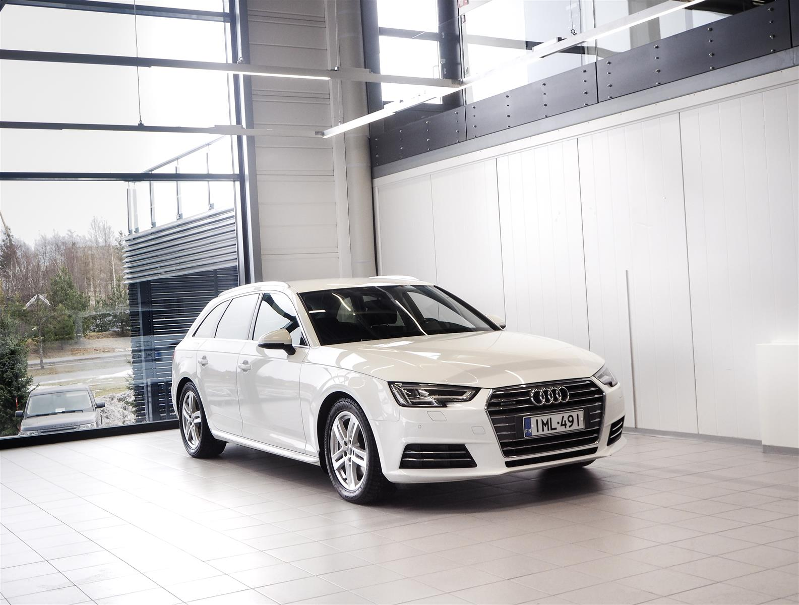 Audi A4 2,0 TDI Avant Quattro First Edition Business Sport Aut + Bluetooth + LED-valot + Tutkat